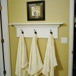Repisa para baño con ganchos para toallas