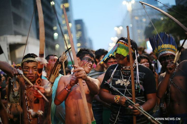indigenous people of Brazil | Brazilian indigenous people take part in the National Indigenous ...