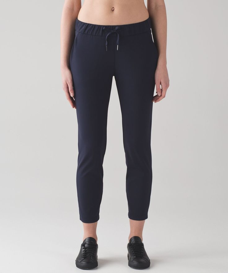 Love the Jet Pant? These four-way stretch 7/8 pants are made with travel-friendly fabric so you can take off on your adventures without sweating over your look.