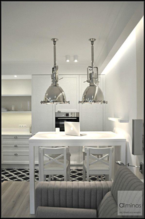 Duńskie lampy nad stołem