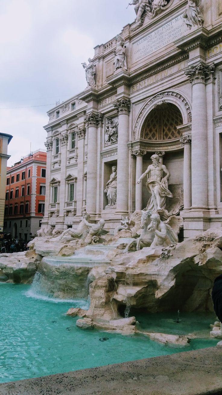FONTANA DI TREVI, ROME ITALY