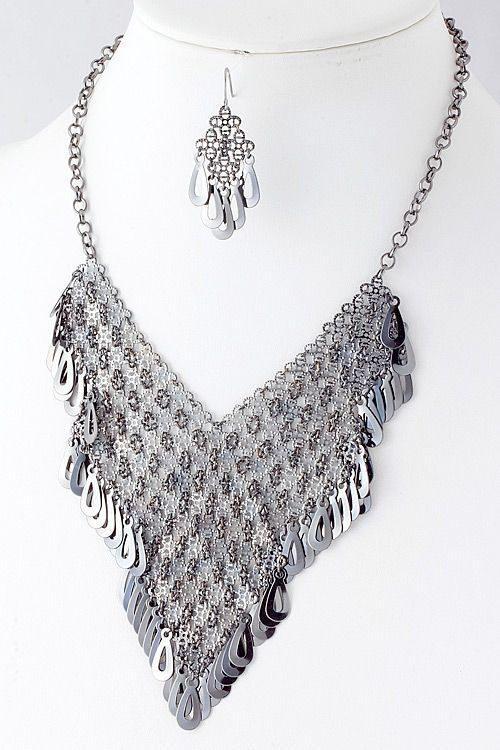 Our beautiful silver mesh necklace, perfect for any night out on the town.