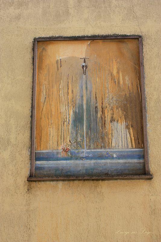 Fontana trompe-l'oeil in Banari (Sassari) Italy