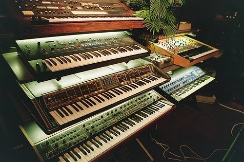 17 best images about keyboards on pinterest studios edm for Classic house synths