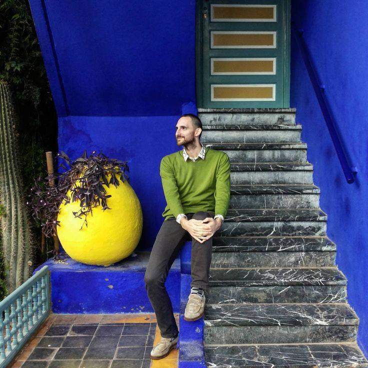 "#throwbackthursday ""Fashion pilgrim"" in Marrakech waiting for Yves (Nov. 2015). #marrakech #shorttrip #travelwithalexcommentator #travel #africa #maroc #morocco #deepblue #ysl #yvessaintlaurent #electricblue #jardinmajorelle #nofilter #tbt #travelling #visitmarrakech #fashionicon #iconicplaces #stairs #colors #tourist #fashionpilgrims"