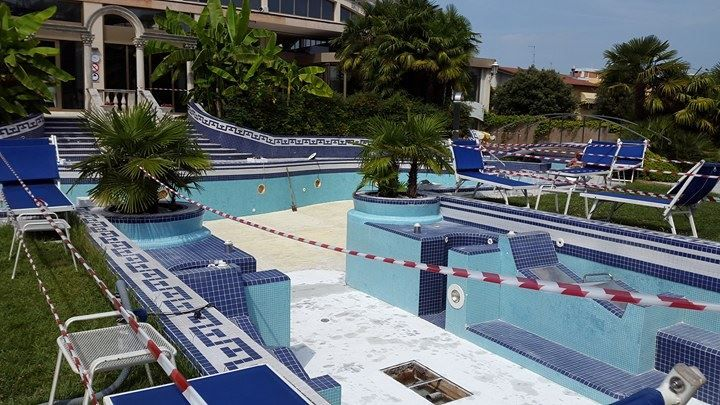 STIAMO LAVORANDO PER VOI! Iniziano i lavori per la ristrutturazione della piscina esterna! WE ARE WORKING FOR YOU! Work begins on the restructuring of the outdoor pool! #HotelAbanoRitz