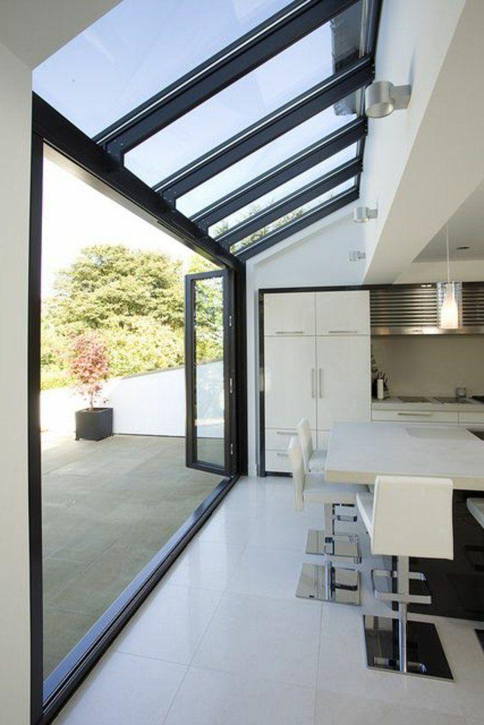 Belle vue d'un fenêtre de toit velux