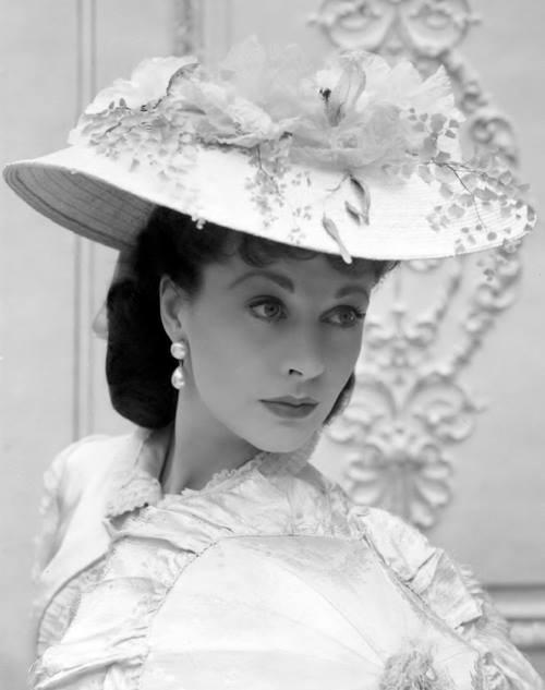 Vivien Leigh as Anna Karenina (1948). Photo: Cecil Beaton. And Beaton designed the costumes for the film. KA