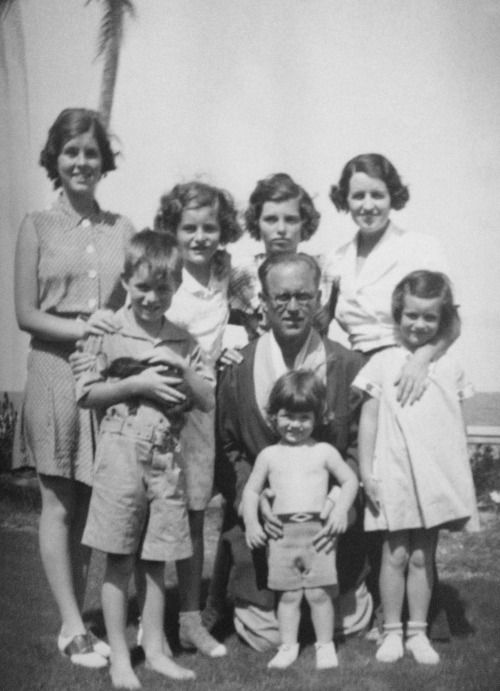 Rosemary, Bobby, Patricia, Eunice, Joe, Teddy, Rose and Jean Kennedy in Palm Beach, Easter 1934.
