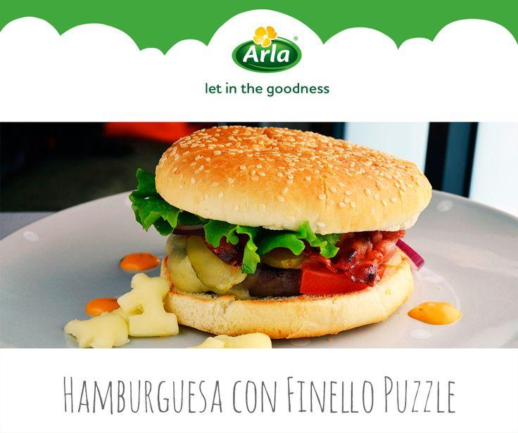 Vamos con un clásico, la hamburguesa con queso. El secreto es la calidad de la materia prima y su sencillez. El cocinero David García propone una combinación de ternera, bacon, pepinillos, cebolla frita, tomate y lechuga. Y para conseguir un perfecto fundido, ¡Finello Puzzle Mozzarella!: http://naturarla.es/finello-puzzle/puzzlerecetas/