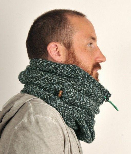 Flot tube tørklæde i sort/grøn strik, med fleece-for og elastisk snor til justering