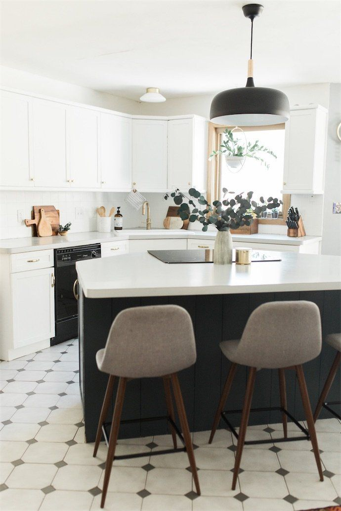 This Black White Modern Vintage Kitchen Is To Die For Those Metallic Accents Are Just The Perfe Kitchen Decor Modern Kitchen Design Decor Home Decor Kitchen