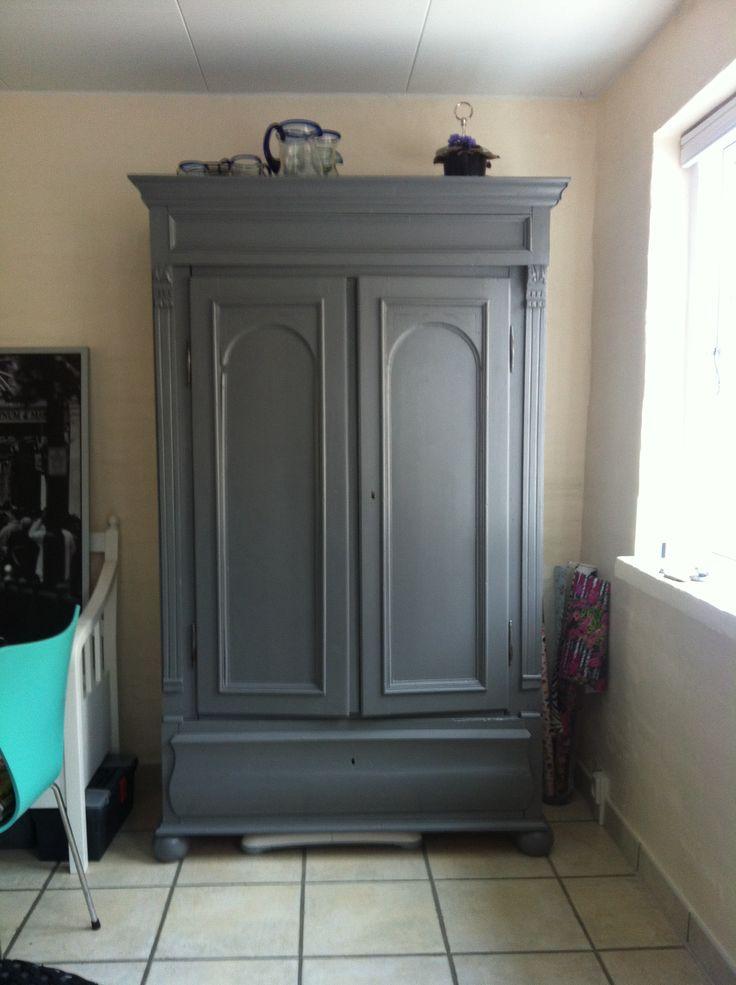 Karlekammerskab malet i grå farve;-)