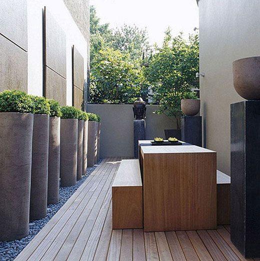 jardineras altas grises en jardn interior jardineras macetas terrace of london apartment ceramic pots