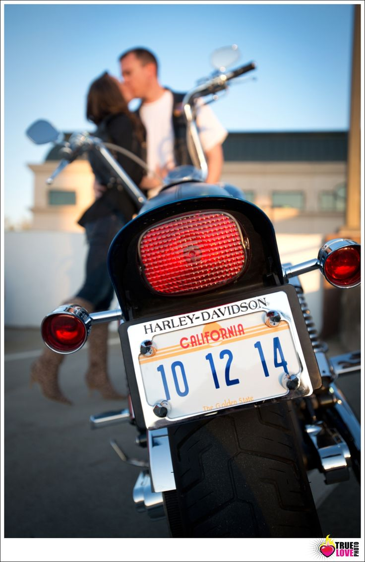 I LOVE this motorcycled theme engagement session save the date. Too cute right. www.truelovephoto.com