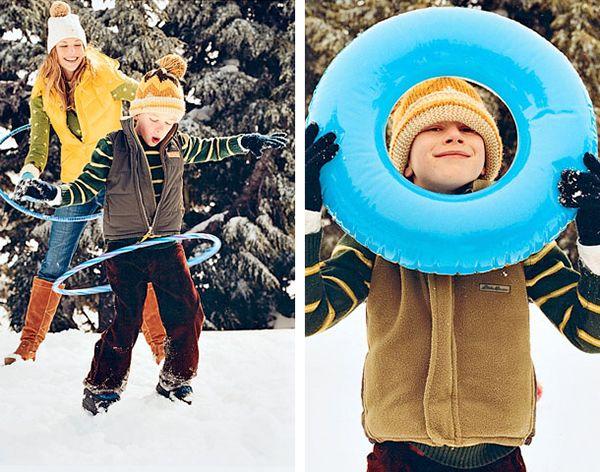 В зимней одежде вертеть обруч уже на так легко, зато очень весело и согревающе)