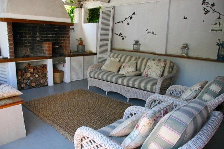 Outside lounge and braai area - grass rug, white cane