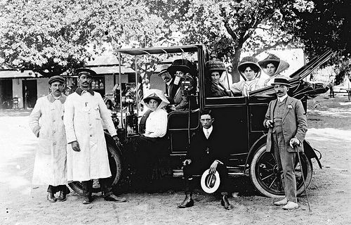 A taxi cab at the Royal Hotel, Hout Bay c1910