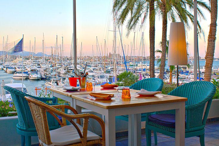 Club de Mar Mallorca, Restaurant Tarjona negre von Tony Caldentey