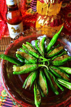 指でつまんでぱくり! ビール! 取りあえずビールに、簡単アンチョビポテト詰め タイ風味のししとう焼き - スパイス大使 -|レシピブログ