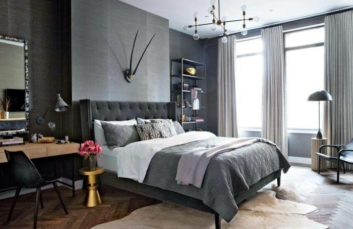 dormitorio matrimonio, tendencias 2018, habitaciones en gris claro, decoración clásica, lámpara de araña moderna y cortinas en gris