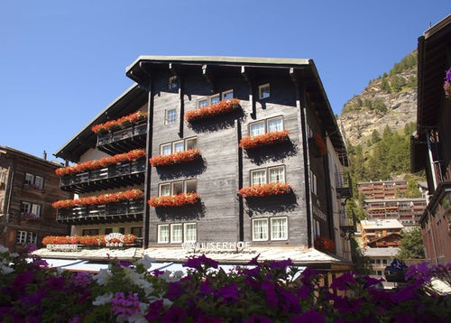 Walliserhof Swiss Q Hotel - The Walliserhof Swiss Q Hotel is a first class hotel built in the typical Valaisan chalet style. It is located in the heart of the village.
