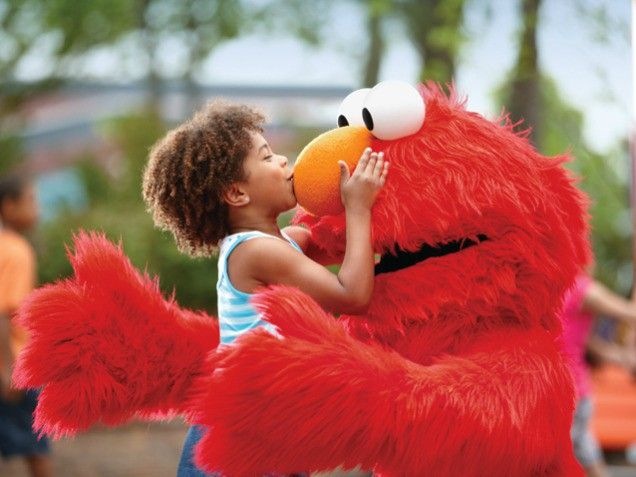 Ever think about going to Sesame Place? Read our expert guide. #sesameplace #elmo