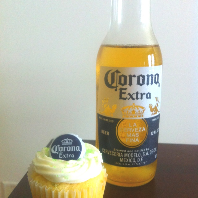 Corona cupcake with lime cream cheese frosting: Cupcakes Rosa-Choqu, Corona Cupcakes, Cream Cheese Frosting