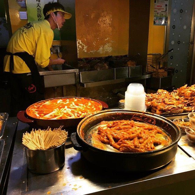 #trip #travel #job #china #cina #eat #food #street #streetfood #shanghai #xiamen #tour #building #viaggio #viaggi #view #asia #night #nightlife #work #people