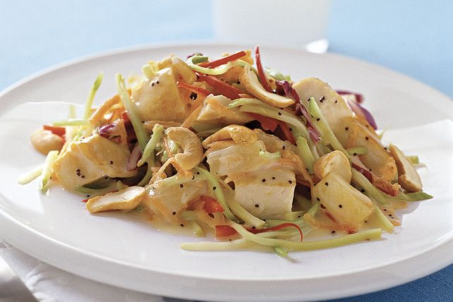Relevée de morceaux d'ananas et de vinaigrette aux graines de pavot, cette salade savoureuse à souhait ne vous décevra pas.