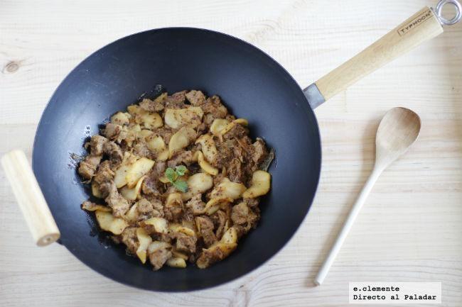Wok de cerdo con mostaza y manzanas caramelizadas. Receta