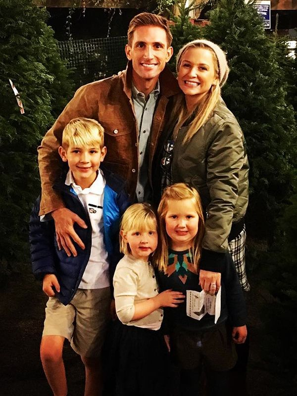 Actress Jessica Capshaw Expecting Fourth Child With Husband http://celebritybabies.people.com/2015/12/07/actress-jessica-capshaw-expecting-fourth-child-with-husband/