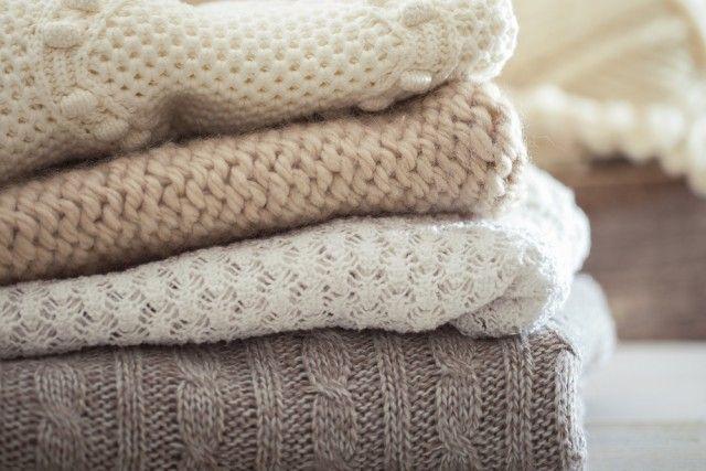 Come lavare i maglioni di lana a mano o in lavatrice e come recuperare un capo infeltrito