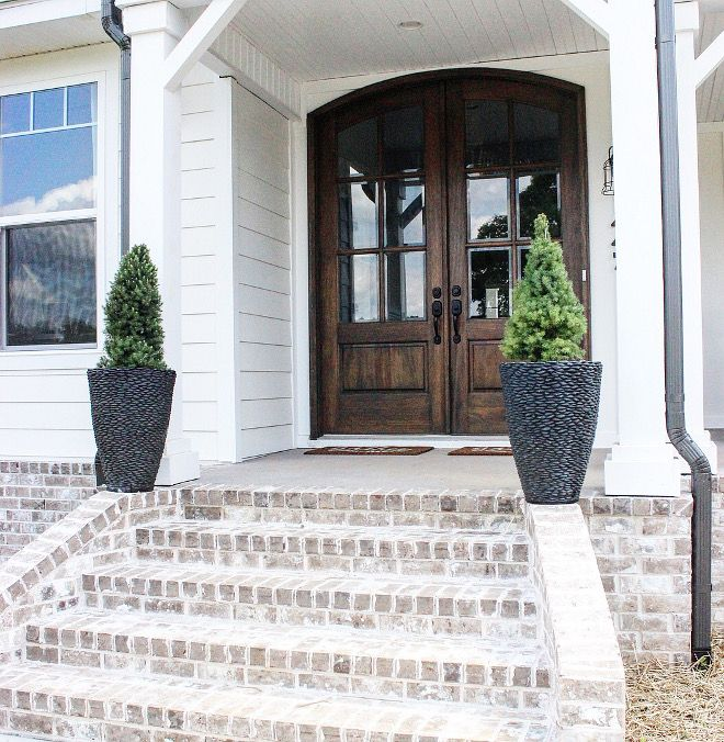 Whitewashed exterior brick. Modern farmhouse with Whitewashed exterior brick porch #Whitewashedexteriorbrick #Whitewashedbrick House tour on Home Bunch today