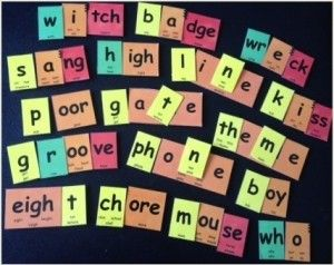 Using moveable letters to make simple words