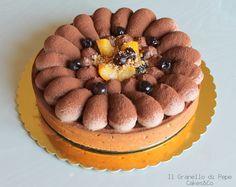 Crostata flan di pesche ed amarene con crema chantilly al cioccolato.