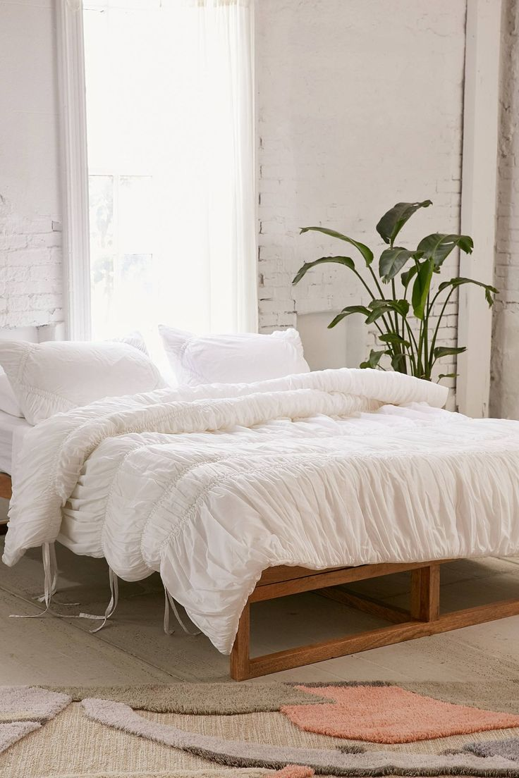 Best 25 Ruffled Comforter Ideas On Pinterest White