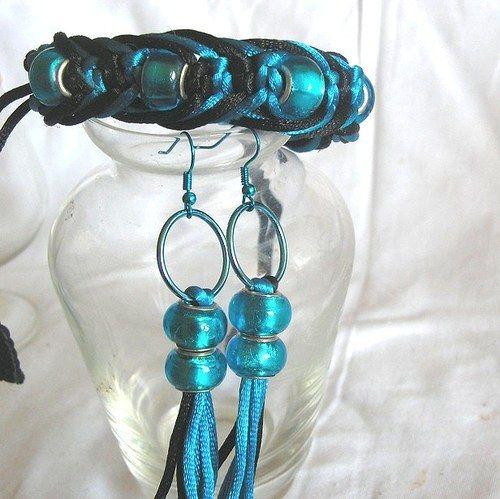 Souprava náramek a náušnice z černé a tyrkysové  saténové šnůrky a velkých perletových korálků v tyrkysové barvě