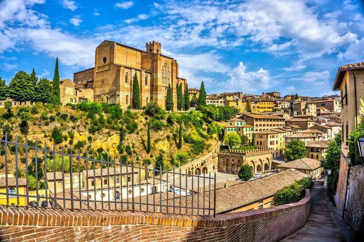 Basílica de Santo Domingo, una de las #iglesias más importantes de #Siena. http://www.florencia.travel/ciudades-para-visitar/siena/ #turismo #viajar #Toscana #Italia