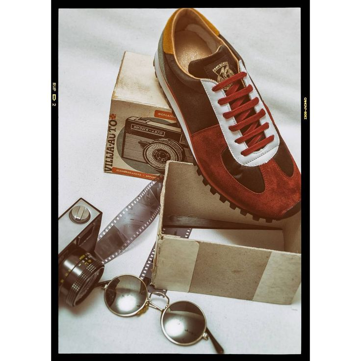 #zda #zdapartizanske #oldschool #red #marathon #sneakers  #shoesshop #shoes #glasses #lenonglasses #photo #russiacamera #camera #35mm #fashion #fashiondesign #style