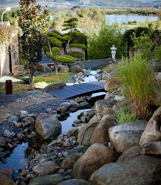 I en japansk hage; Stein og vann