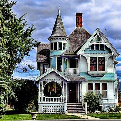 1000 ideas about victorian houses on pinterest queen for Victorian manufactured homes
