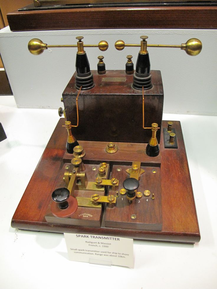 "Spark gap radio transmitter in American Museum of Radio & Electricity in Bellingham, Washington, USA. The placard reads: ""Spark-gap transmitter. Radiguet & Massiot, French c. 1900. Small spark transmitter used for ship to shore communication. Range was about 10 km."""