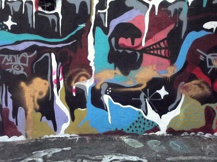 A liberdade de se criar sobre uma parede toda 'sua'! Luxo do Beco do Batman!