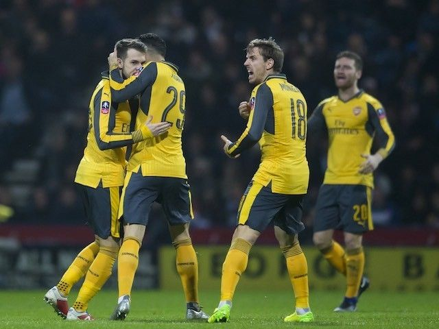 Result: Olivier Giroud strikes late to fire Arsenal into fourth round
