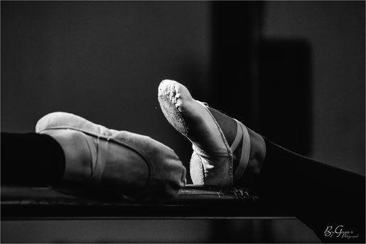 photo danse classique-pointe-demie pointe-barre danse classique-exercices-photographe danse classique-Bygaia photo-www.bygaia.fr-SPORT - Photographe mariage rennes judith gouebault