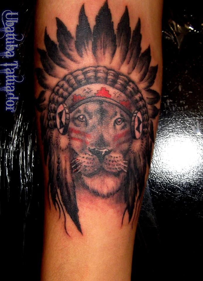 Leão com Cocar - Tatuagem no braço