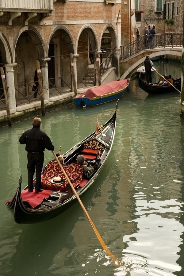 Low bridge coming up! 100 Venice Bridges Challenge.
