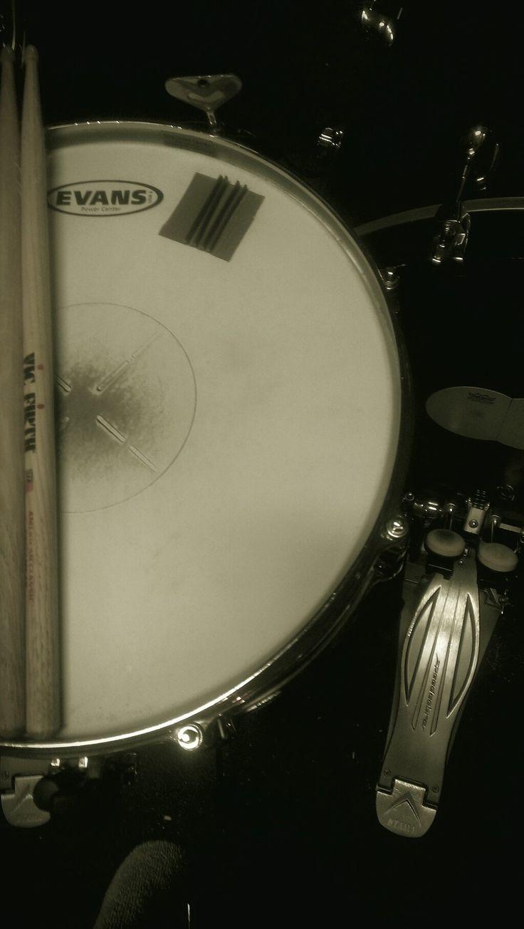 Evans Drum heads, Vic firth , Tama