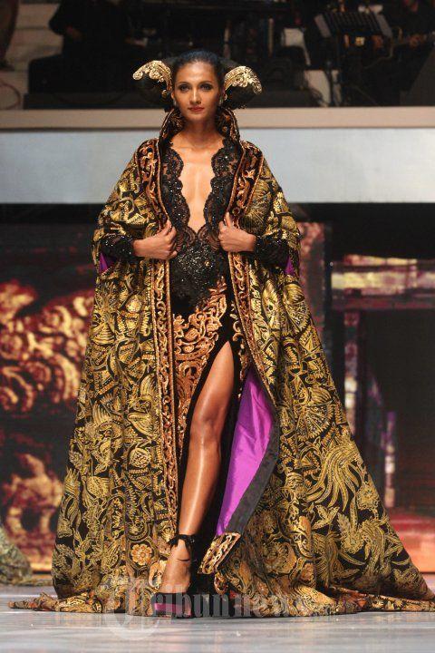 20140904_160132_fashion-show-anne-avantie-25-tahun-berkarya.jpg